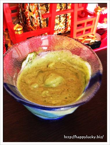 ヨーグルトと青汁粉末を混ぜる