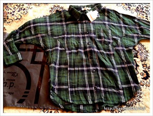入荷するとすぐに売り切れるというグリーンのチェックシャツ