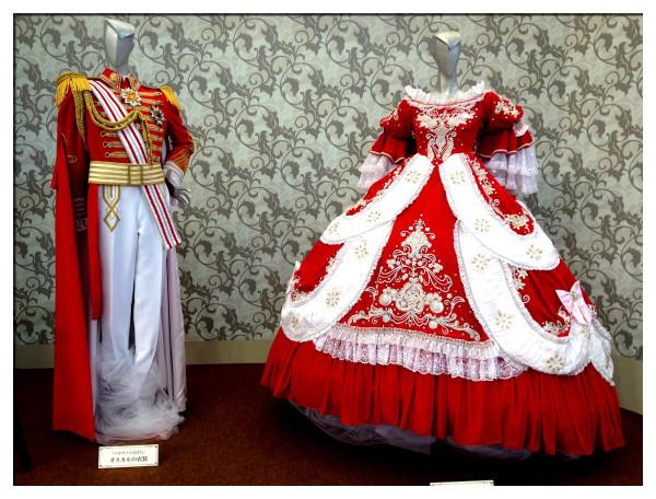 宝塚「ベルサイユのばら」の衣装