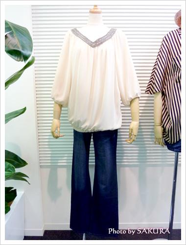 ニッセン東京プレスルーム入口の展示2