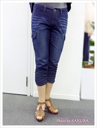 フリードエアーデニム裾シャーリングカーゴクロップドパンツの着画
