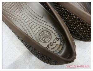 crocs(クロックス)「クロスメッシュ バレエ フラット」espresso フットベッド