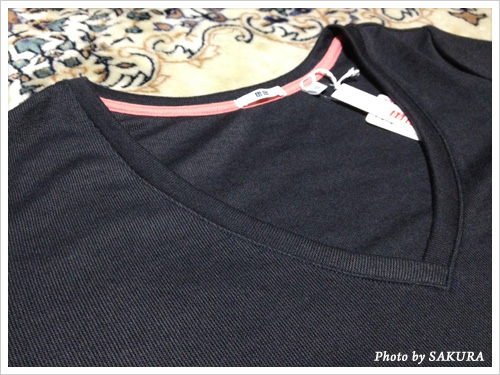 CanCam(キャンキャン)×UNIQLO(ユニクロ)コラボ Vネックチュニック(長袖)襟ぐり
