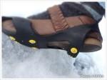突然の雪にも動揺しない!「ワンタッチ滑り止」愛用の靴に簡単に装着できる滑り止め