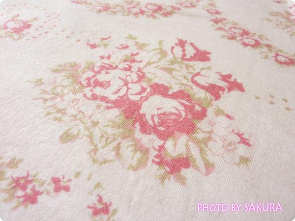 WOMEN ⁄ UT(プリント Tシャツ) W CABBAGES&ROSESクルーT(7分袖)薔薇柄生地アップ