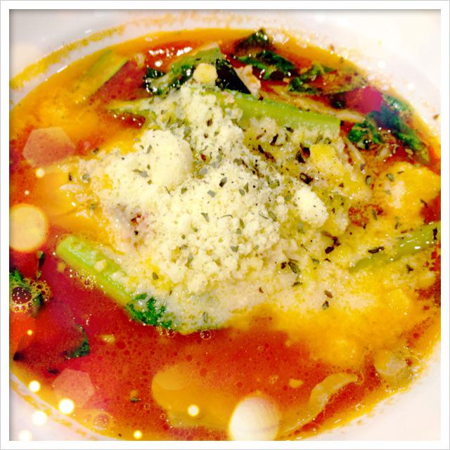 まろやかチーズのトマト麺アップ