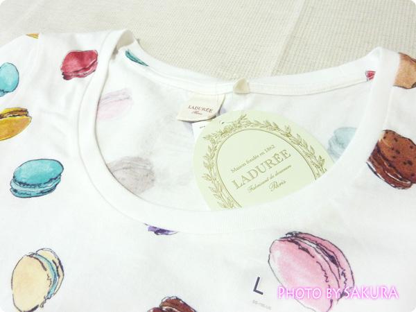 [UT]ユニクロ×LADURÉE(ラデュレ)コラボ・マカロン総柄Tシャツ襟ぐりアップ