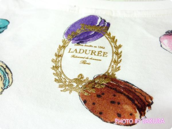 [UT]ユニクロ×LADURÉE(ラデュレ)コラボ・マカロン総柄Tシャツ バックプリントロゴアップ