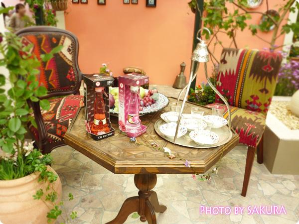 バラのふるさとトルコ「ターキッシュ・ローズガーデン」テーブル展示