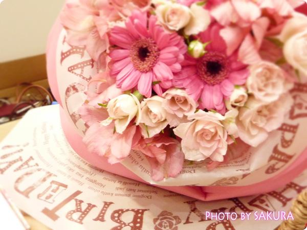 日比谷花壇が意匠登録した薔薇の花びらのラッピングペーパー