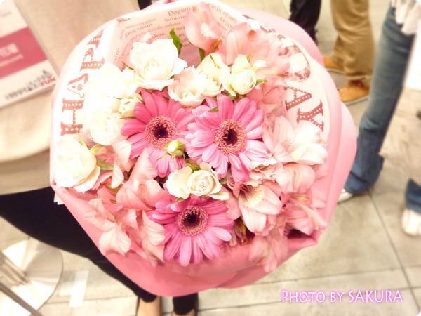 大切な人の誕生日はラッピングもお花の特別なものを。