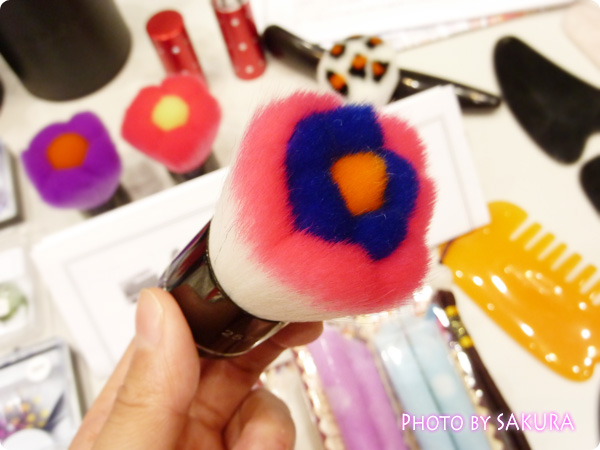 3D形状花形化粧筆/歌舞伎ブラシ/メイクブラシ ピンク