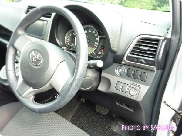 TOYOTA(トヨタ)ラクティスG(フル装備)運転席・装備・キーレスエントリー