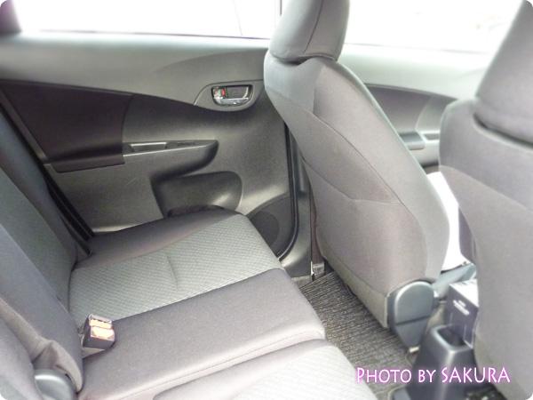 TOYOTA(トヨタ)ラクティスG(フル装備) 後部座席