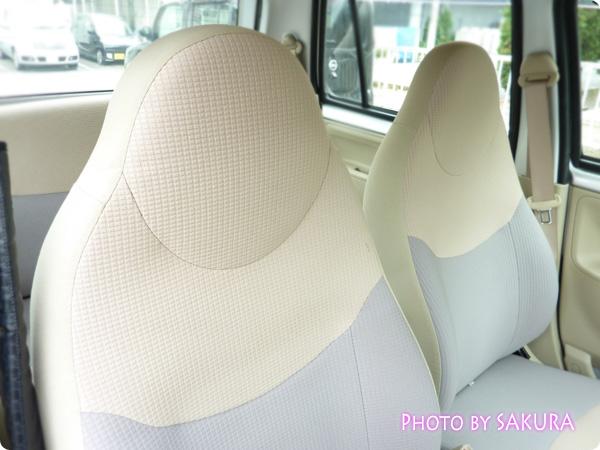新古車で買ったダイハツ「エッセ」シルバー 特殊なシートの形が難儀した