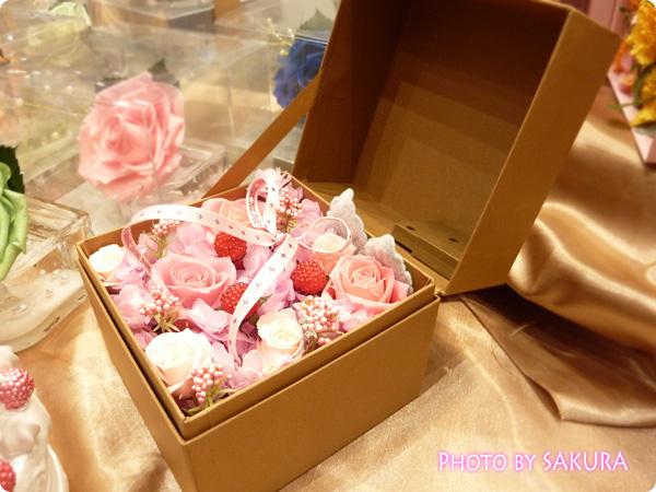 【ネット限定】メロディーセンサー付きプリザーブドフラワー「バースデーキューブ(ピンク)」