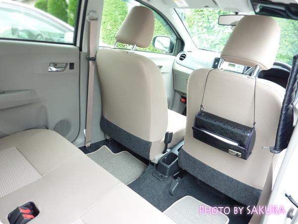 ダイハツ「ミライースXメモリアルエディション」後部座席