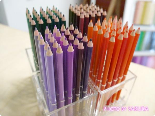 「500色の色えんぴつ」と「テーブルを飾る500色のフラワーベースの会」その1