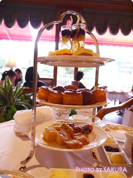 ホテル椿山荘東京「ロビーラウンジ ル・ジャルダン」アフタンーンティーの3段トレイ