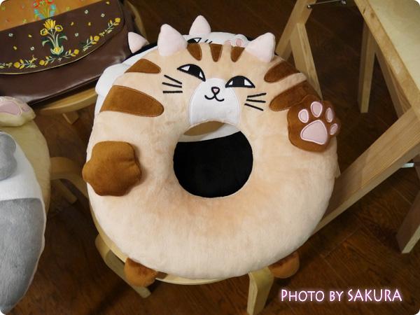 FELISSIMO(フェリシモ)「にゃんこのおなかで眠って 猫もついつい入りたくなる!? お昼寝クッションうたたねこの会」クッションその1