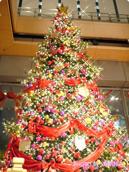 丸ビル Happiness Ribbon ~ディズニーキャラクターが勢揃い~ クリスマスツリー
