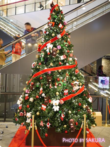 くまのがっこう ジャッキーのハートフル・クリスマスinスカイツリーソラマチ 1階のクリスマスツリー
