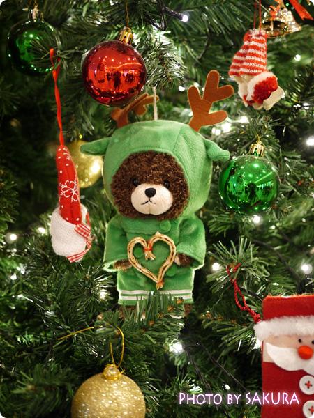 ジャッキーのハートフル・クリスマスinスカイツリーソラマチ 1階エスカレーター脇のクリスマスツリー 飾りアップ3