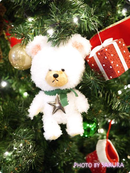 ジャッキーのハートフル・クリスマスinスカイツリーソラマチ 1階エスカレーター脇のクリスマスツリー 飾りアップ2