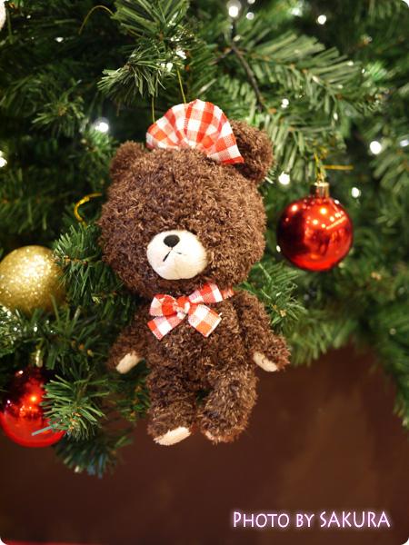 ジャッキーのハートフル・クリスマスinスカイツリーソラマチ 1階エスカレーター脇のクリスマスツリー 飾りアップ1