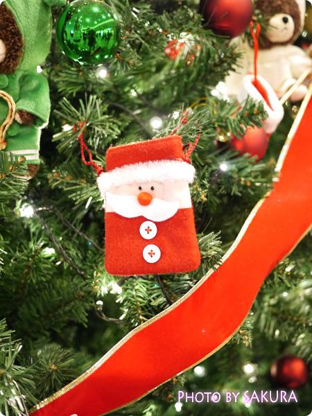 ジャッキーのハートフル・クリスマスinスカイツリーソラマチ 1階エスカレーター脇のクリスマスツリー 飾りアップ4