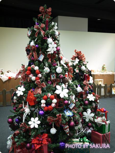 中央のクリスマスツリー