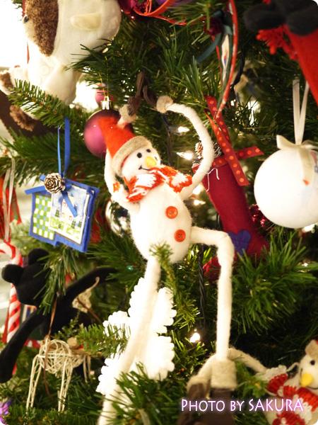ジャッキーのハートフル・クリスマス 会場入り口のクリスマスツリー 雪だるま