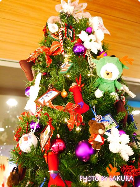 ジャッキーのハートフル・クリスマス 会場入り口のクリスマスツリー アップ