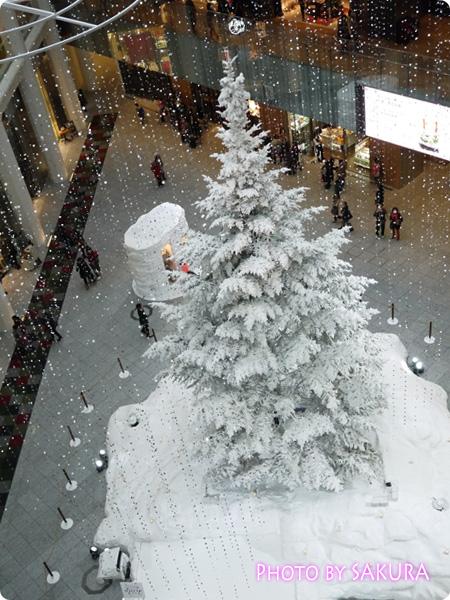 KITTE(キッテ)クリスマスツリー2013 4階から見た図1
