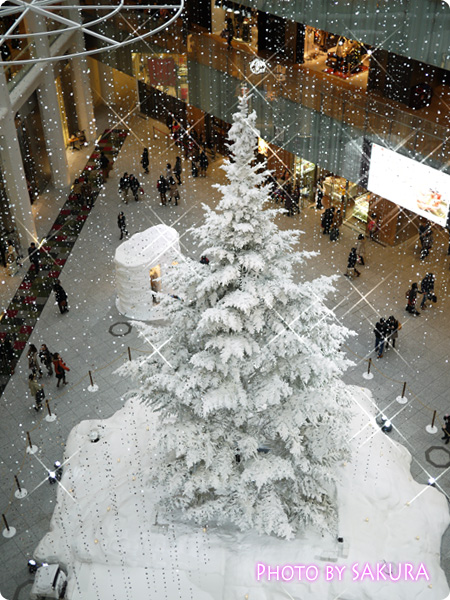 KITTE(キッテ)クリスマスツリー2013 4階から見た図2