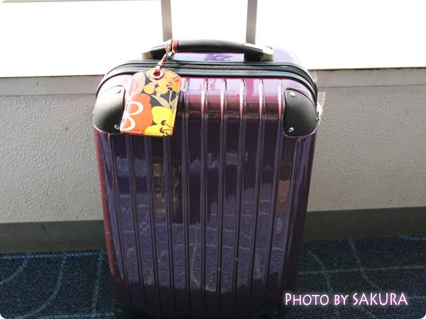 Vera Bradley ヴェラ・ブラッドリー Luggage Tag(ラゲージ・タグ) Bittersweet(ビタースイート)をスーツケースに装着