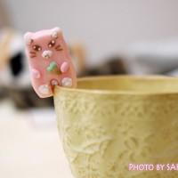 カップのふちでちょこんとごあいさつ ティータイムもあの子と一緒 にゃんにゃんシュガーの会 ピンクの猫のお砂糖 アイスクリーム1