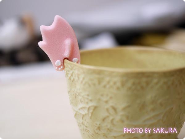 カップのふちでちょこんとごあいさつ ティータイムもあの子と一緒 にゃんにゃんシュガーの会 ピンクの猫のお砂糖 アイスクリーム3 裏