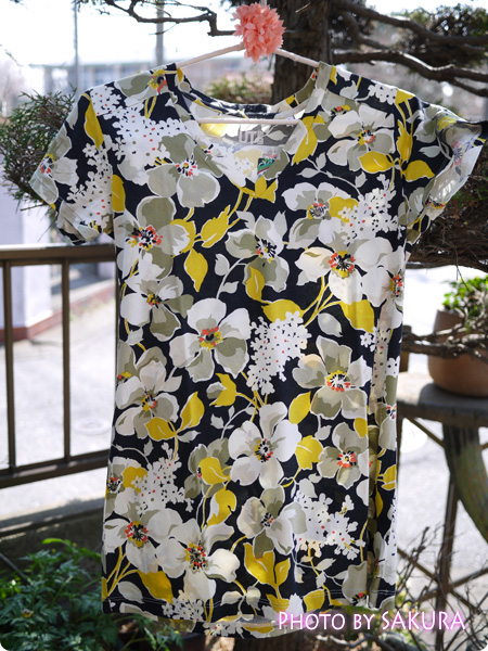 [UT]ユニクロ×ヴェラ・ブラッドリー Tシャツ 2012 Winter Dogwood柄