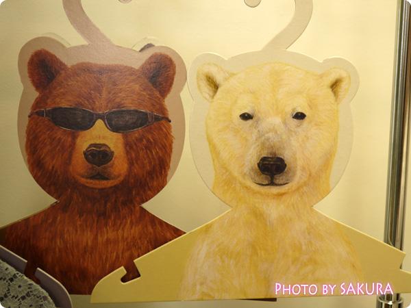 服を掛けるたびにクスッと笑える 動物の顔したハンガーの会 クマとシロクマ