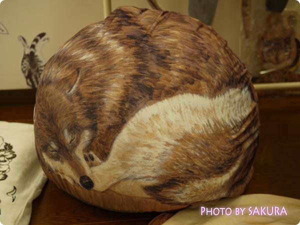 押し入れで眠る布団も喜ぶ 寝息が聞こえてきそうな クークークッションケースの会 狼表