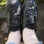 履くだけでヨガ、姿勢正しくなるカルソーアースシューズ履いてます