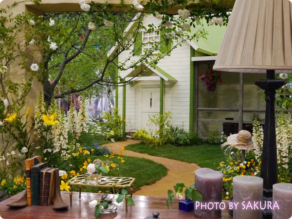 国際バラとガーデニングショウ2014『赤毛のアンの庭』机から見た景色