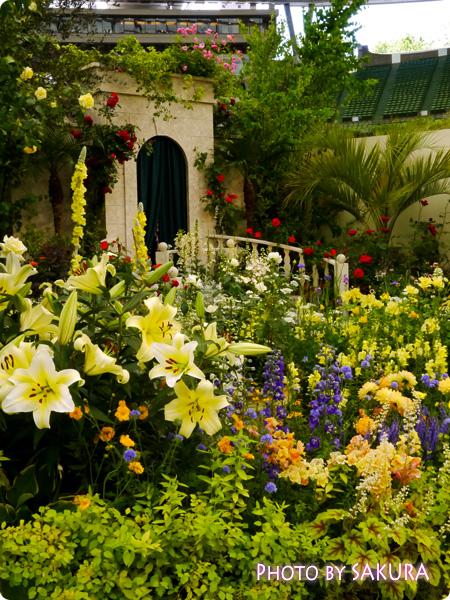 第16回国際バラとガーデニングショウ『グレース・ケリーの庭』左側から