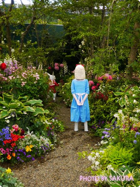 第16回国際バラとガーデニングショウ『不思議の国のアリスの庭』ウサギを追いかけたアリス