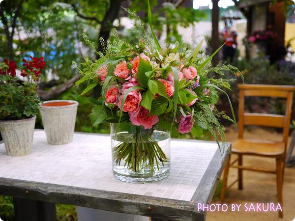 フラワーアーティスト ローラン・ボーニッシュ 『Provance~プロヴァンスな幸せな一日~』外テーブルの薔薇