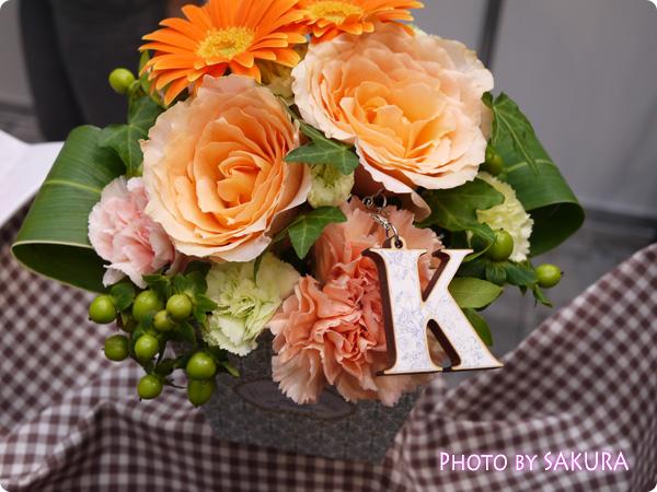 日比谷花壇 HAPPY BIRTHDAY イニシャルアレンジメント「K」