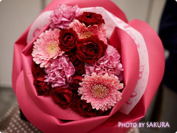 日比谷花壇 バラの形の花束ペタロ・ローザ「モードレッド」 全体