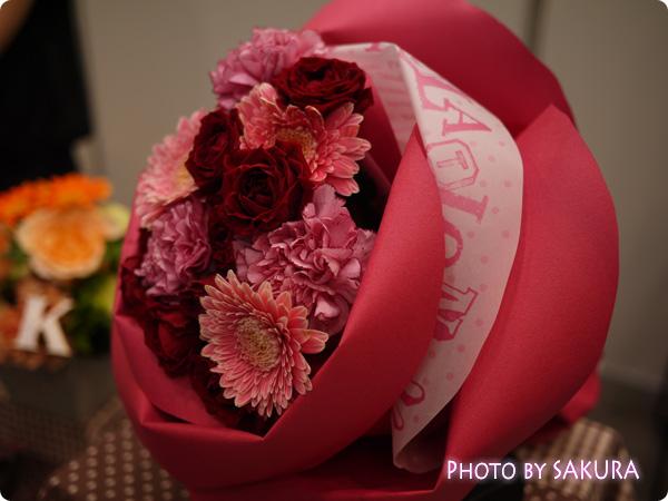 日比谷花壇 バラの形の花束ペタロ・ローザ「モードレッド」