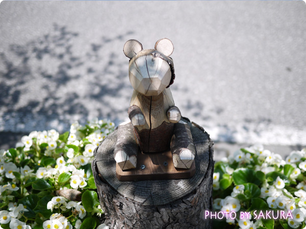 軽井沢駅前 木造の彫刻
